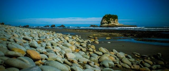 stoney beaches motukeikei beach